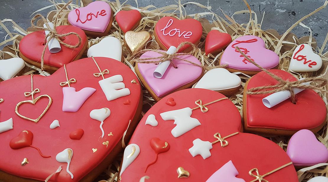 Расписные Имбирные Пряники на День Святого Валентина. Заказать Пряники с доставкой по Киеву